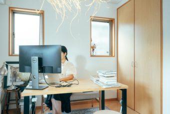 リモートワークの背景を自分らしく。壁をおしゃれに変える簡単DIYアイデア集