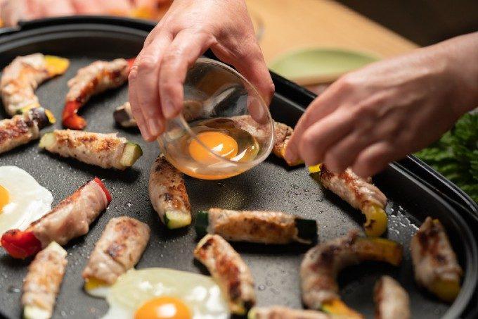 手間のかかる料理も簡単調理。ホットプレートを使ったおかず・スイーツ絶品レシピ<3品>