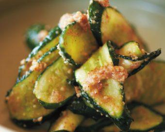 きゅうり1本が絶品おかずに変身。人気料理家・飛田和緒さんが実践する秘密のひと手間&レシピ