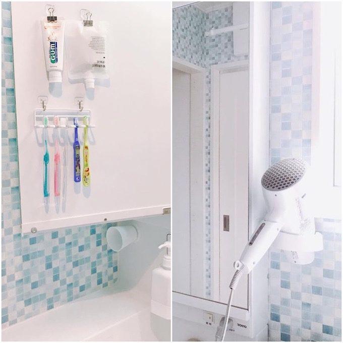 洗面所の浮かせる収納。歯ブラシを洗面台の裏に浮かせて収納する様子
