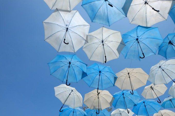 「梅雨むくみ」をすっきり解消!薬剤師に聞くむくみの原因と対策法