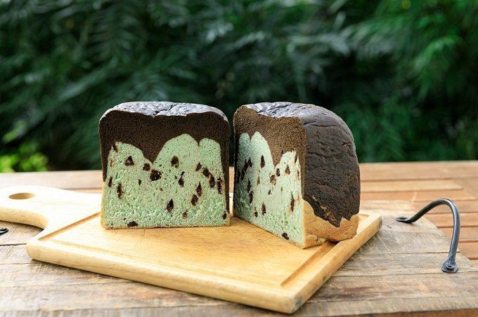 インパクト大のチョコミント食パンも見逃せない。人気カフェお取り寄せパン&スイーツ<3選>