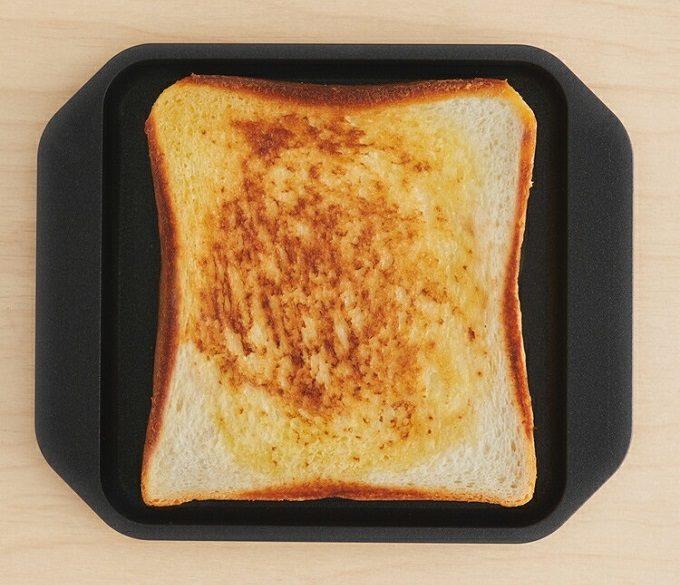 カリふわ食パンにバターがじゅわ…。パンをおいしくする超便利グッズ3選の画像