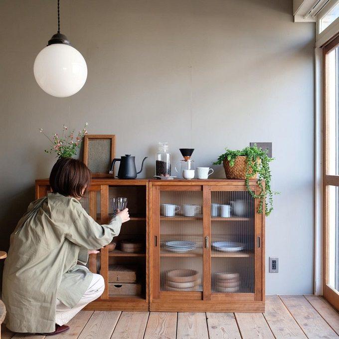 キッチンの見せる収納に。温かみを感じる「R-select」のアンティーク家具