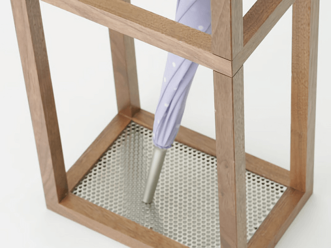 狭い玄関でも邪魔にならない。スリム・デザイン・機能性を叶える「傘立て」特集