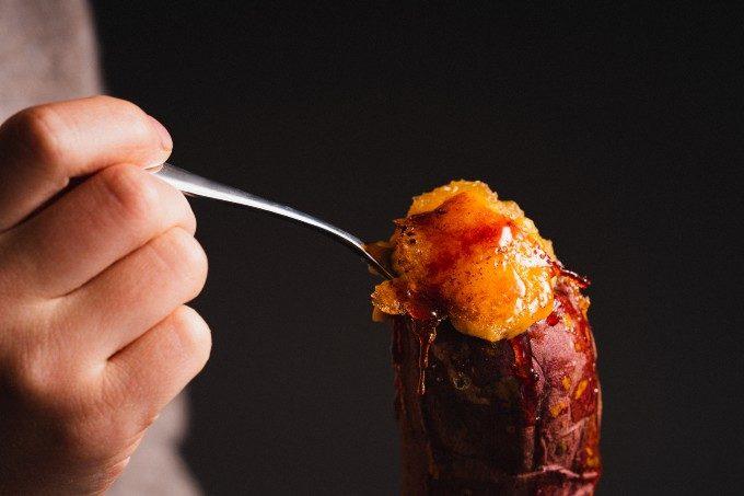 とろける焼き芋に濃厚カスタード。ジュワッと広がる香ばしい風味もたまらない「壺芋ブリュレ」