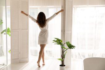 少し意識すれば体が変わる。疲れにくく、美しい立ち姿勢が身につく『疲れないカラダ大図鑑』