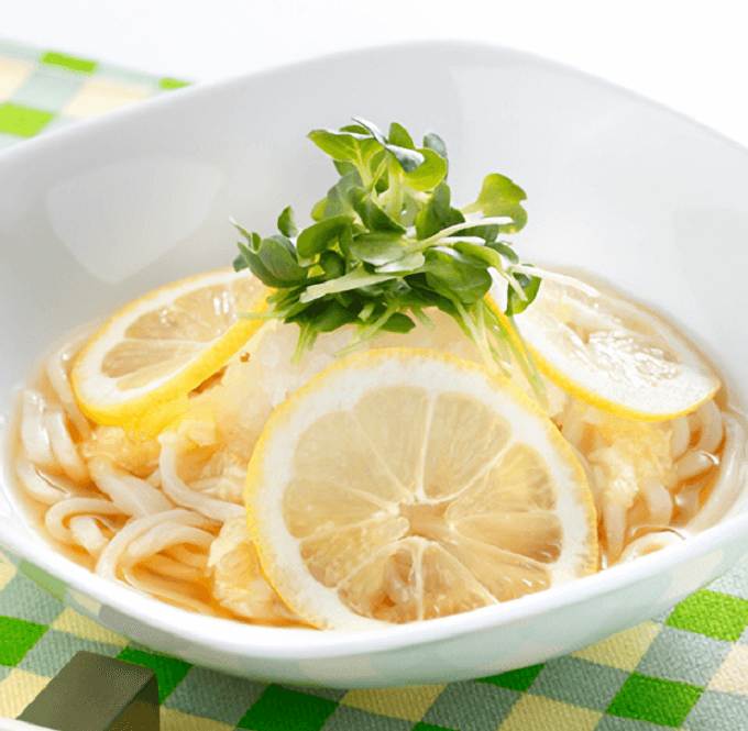 【調理時間5分】火を使わず簡単。夏の冷凍うどん絶品アレンジレシピ3選