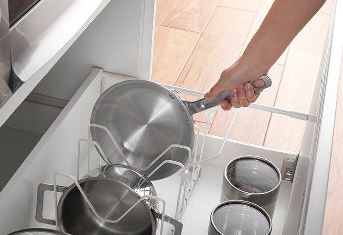 調理のモチベーションと効率が格段アップ。シンク下をすっきり片付ける収納グッズ<5選>