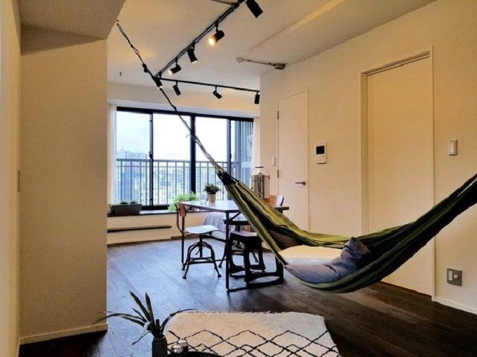 アウトドアチェア・ハンモックをお部屋でも。キャンプギアでつくるおしゃれインテリア実例