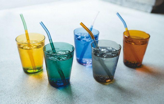 夏のおうち時間に涼しげな彩りを。2色の組合せが美しい「TWO TONE GLASS」のガラスウェア