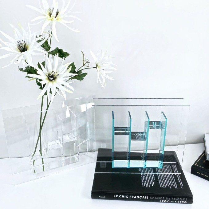 花器ひとつでホテルさながらの空間に。フラワーベースを使ったインテリアアイデア集