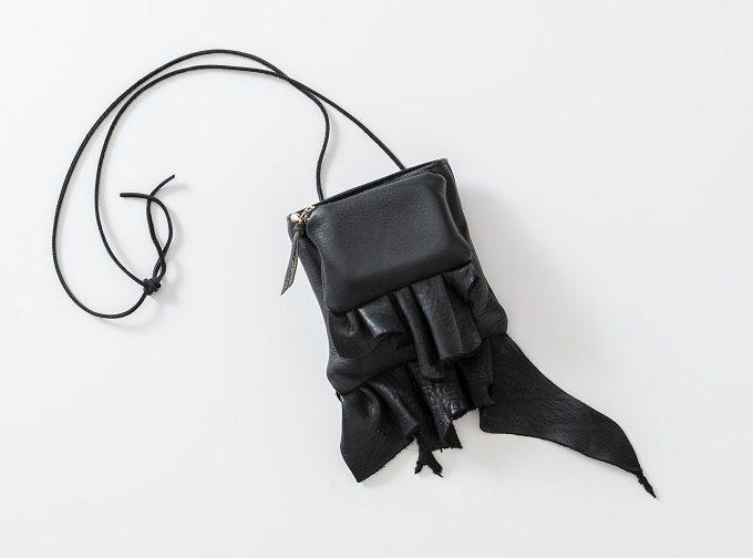 秋のお出かけに。美しい黒が装いを引き締める「énigmatique」のショルダーバッグ