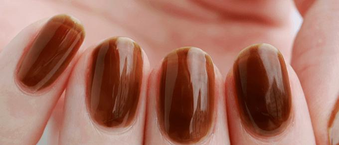 秋の指先はブラウンで彩る。「HOMEI」の剥がせるジェルネイルで作る大人の秋ネイル