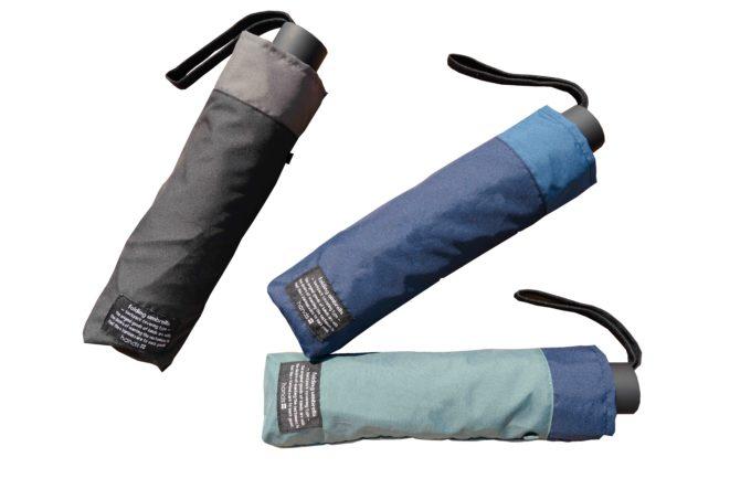雨の日の通勤ストレスを解消!バックパックの濡れない折りたたみ傘が想像以上に便利でした