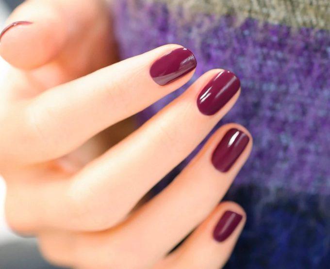 爪に優しいヴィーガンネイルで指先彩る。「manucurist」の大人上品な秋ネイル3選