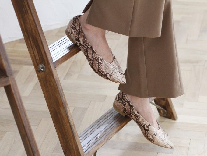 歩きやすさと上品さを兼ね備えた旬なデザイン。オフィスカジュアルにもぴったりな秋靴特集