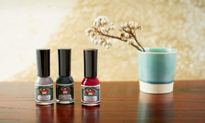 秋の指先は深みカラーでシックに彩って。爪にも優しいおすすめネイルブランド<5選>