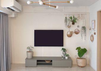 今はテレビ台に置かない時代?!ホッチキスで簡単・賃貸でもOKなテレビの壁掛けアイデア