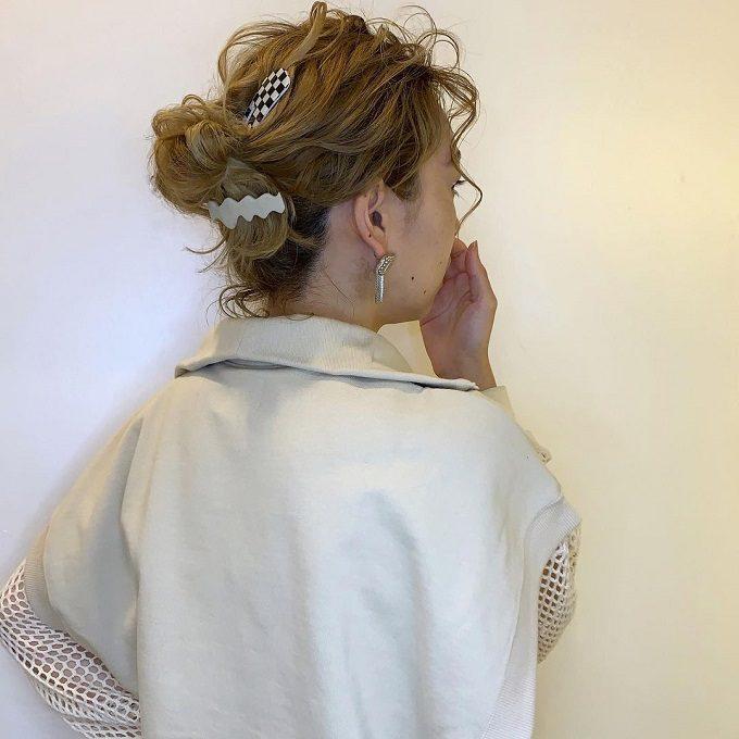 中途半端に伸びた髪も簡単テクでこなれヘアに。【ボブ・ミディアム】アレンジ術5選