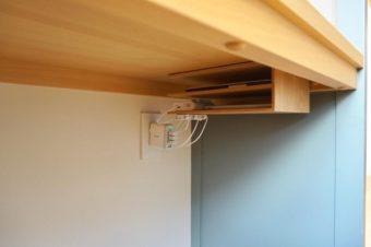 気になる家中の配線をすっきり隠す。整理上手な人たちが実践する充電ステーション実例集