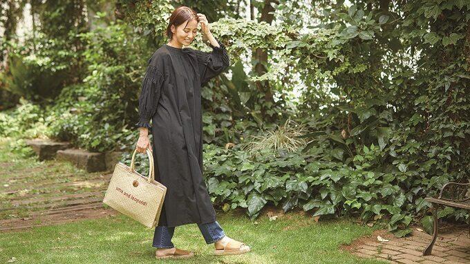 ちょっとした外出も、家事に励むもこの1着でOK。羽織にもなる「エプロンドレス」が便利