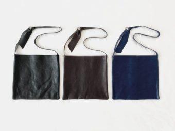 シンプルな形が使いやすい。革の豊かな表情を活かした「OLA」の大きめショルダーバッグ