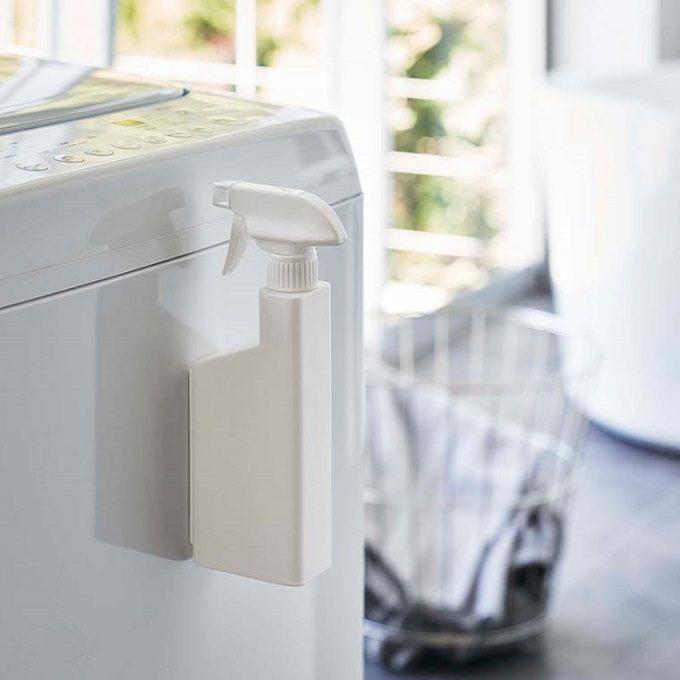 床置きをやめればスペースは広くなる。洗濯機周りを有効活用する、山崎実業の浮かせる収納特集