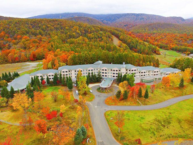 秋のお出かけにおすすめ、紅葉が絶景の福島県の裏磐梯の「裏磐梯グランデコ東急ホテル」1