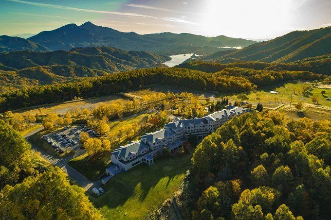 秋のお出かけにおすすめ、紅葉が絶景の福島県の裏磐梯の「裏磐梯グランデコ東急ホテル」2